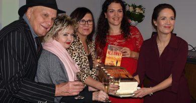 Kostková, Hrušková a Khek-Kubařová jako první čtenářky Bouře nad savanou