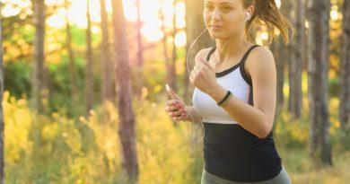 Vybíráte sluchátka na sport? Pohodlí a bezpečnost mějte na prvním místě, myslete ale i na odolnost proti potu a vodě