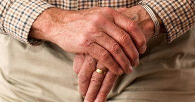 Senior Pointy pomáhají s registrací k očkování, problém je totiž i přečíst SMS