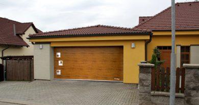 Historie garáží: Vznikly kvůli zápachu koní, součástí rodinných domů se staly po válce!