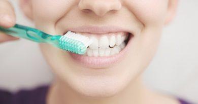 Laboratorní testy Colgate ukázaly, že zubní pasta a ústní voda neutralizují 99,9 % viru způsobujícího onemocnění COVID-19