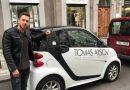 Žádné čekání u kadeřníka: Arsov zákaznicím půjčí elektrické auto!