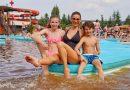Andrea Verešová dováděla s dětmi na skluzavkách
