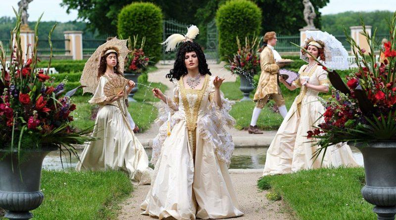 Sara Sandeva v roli zlé princezny v pohádce Zdeňka Trošky Zakleté pírko