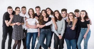 12 znevýhodněných studentů dostalo druhou životní šanci
