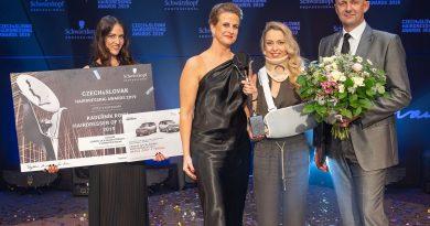 Kadeřníkem roku 2019 v soutěži Czech & Slovak Hairdressing Awards se stala Leona Michalová
