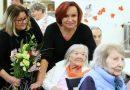 Zpěvačka Petra Janů potěšila seniory, málokdo tuší, čemu se taky kromě zpívání věnuje!