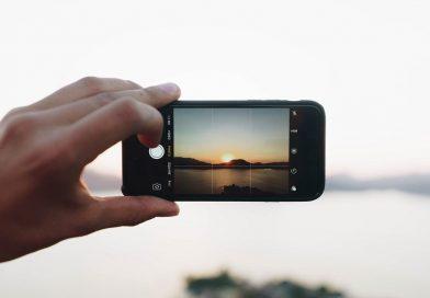 Češi používají mobily jako kuchařku i navigaci. A také se díky nim cítí mladší, ukázala studie