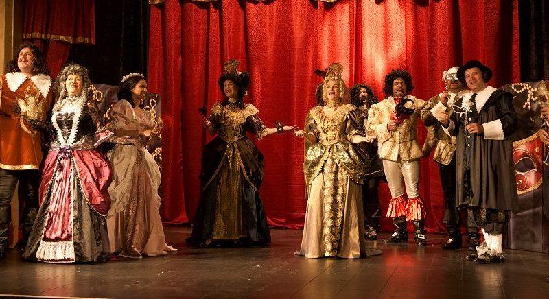 Chystá se premiéra Cyrana: Frňák jako od narození a ručně šitá opona!
