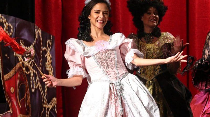 Herečka Eva Burešová se promění v legendární Roxanu v divadelním představení Cyrano