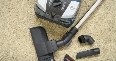 Test vysavačů: S prachem na koberci si většinou poradily, domácí mazlíčky ale raději pořádně vyčesávejte
