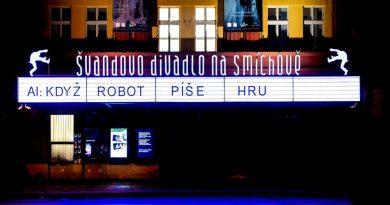 UI napsala první divadelní hru. V pátek měla premiéru ve Švandově divadle a do pondělí je ke zhlédnutí na www.theaitre.com