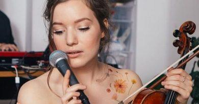 Sanah měla v Polsku nejhranější skladbu roku 2020, teď zkouší štěstí i v Česku