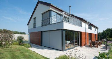 Svislé fasádní clony – moderní doplněk každého domu