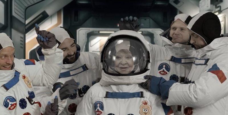 Jiřina Bohdalová oslavila 90. narozeniny cestou do vesmíru, kde zahájila galaktické turné