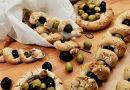 Olivové spirálky z česnekového těsta