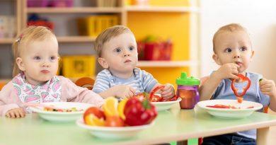 6 základních rad, jak naučit dítě jíst a vytvořit mu správné stravovací návyky
