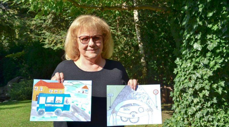 Malířky Iva Hüttnerová a Michaela Žemličková vybíraly nejlepší obrázky ve výtvarné soutěži Via Salis. Malovaly je děti ze škol podél budované dálnice D4!