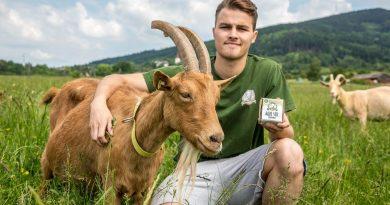 Základem kvality je spokojené zvíře, říkají manželé Vrbkovi z kozí Farmy pod Ještědem